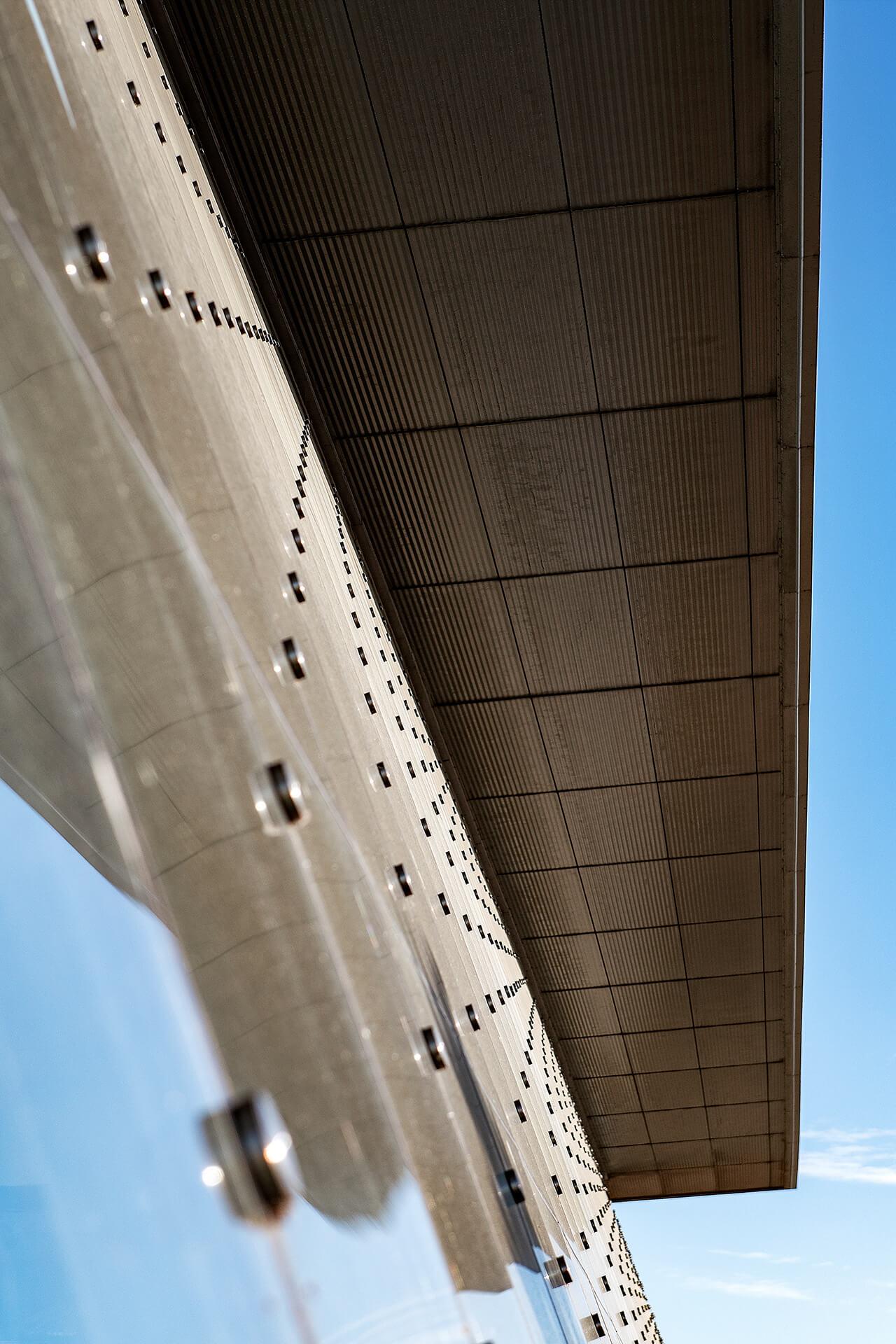 Unieke Architectuur - Delta Plaza Neeltje Jans (Vrouwenpolder) - geveldetail
