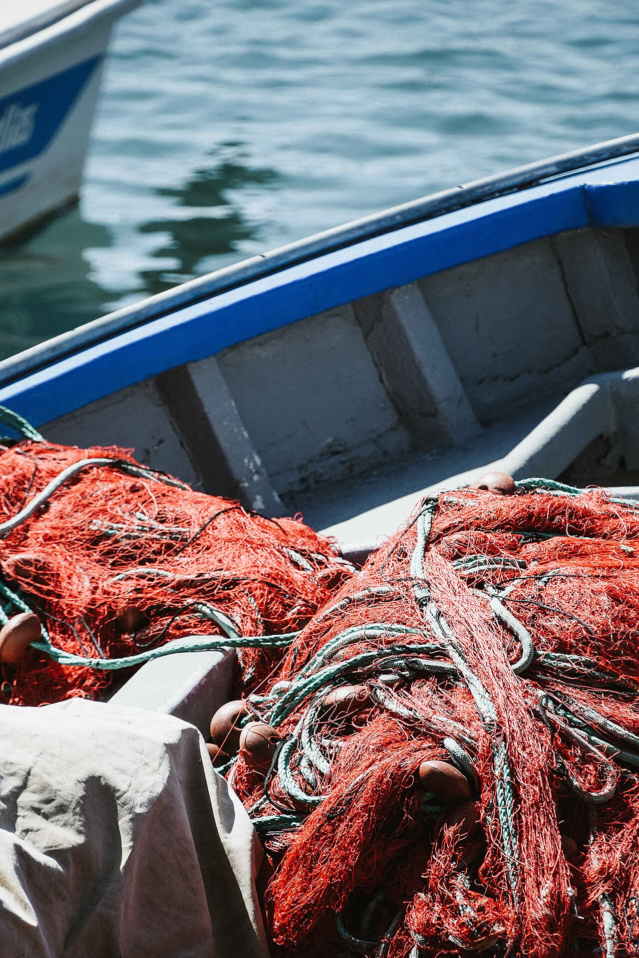 Vissersboot met visnetten
