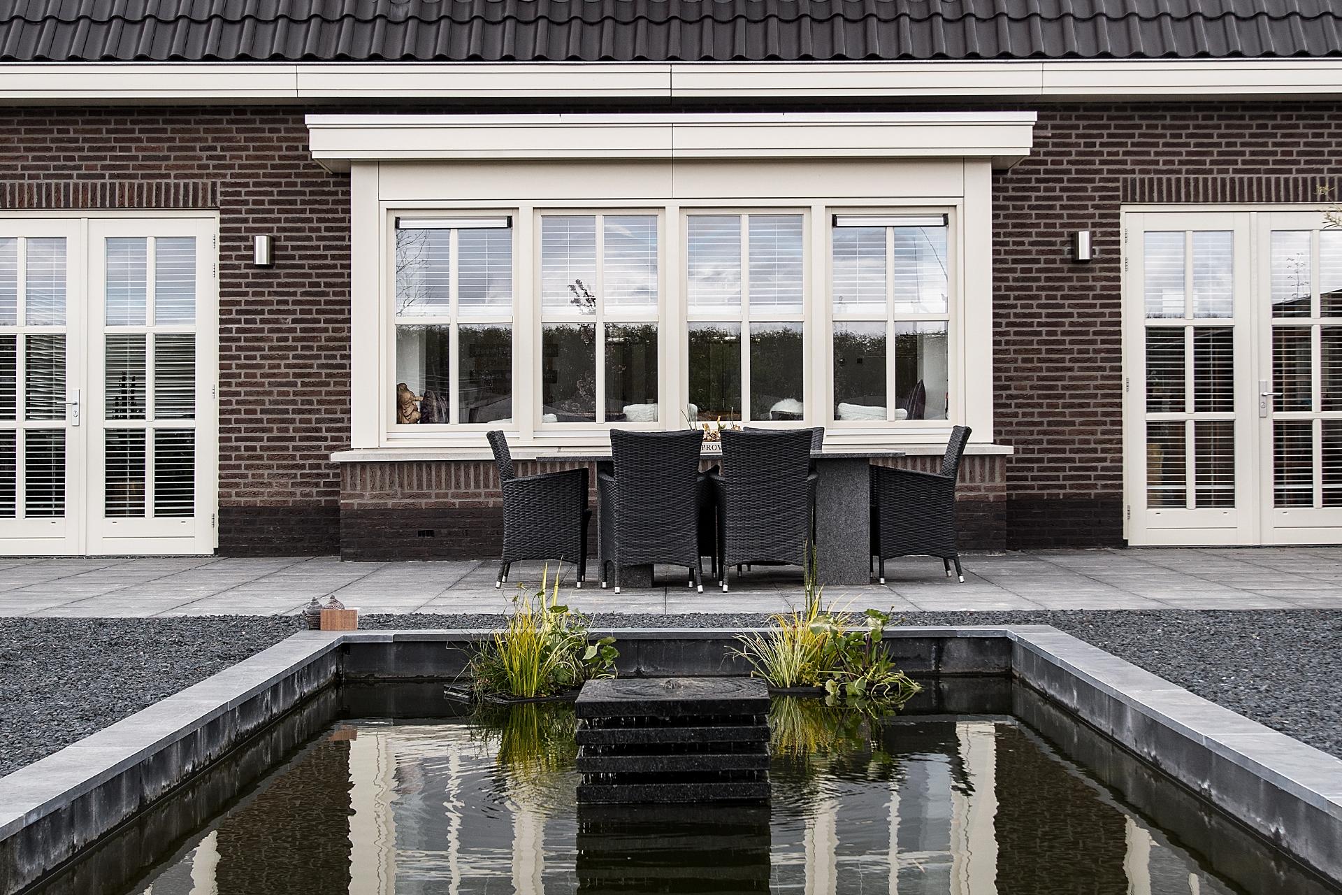 Buitenhof (Lelystad) woningbouw - tuin met een vijver