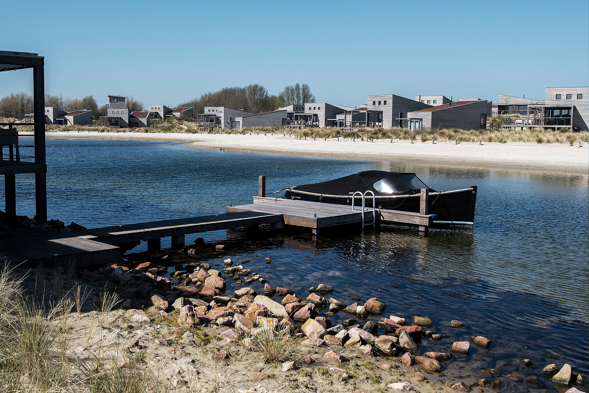Punt West Hotel & Beach Resort (Brouwersdam) - Boot aan steiger