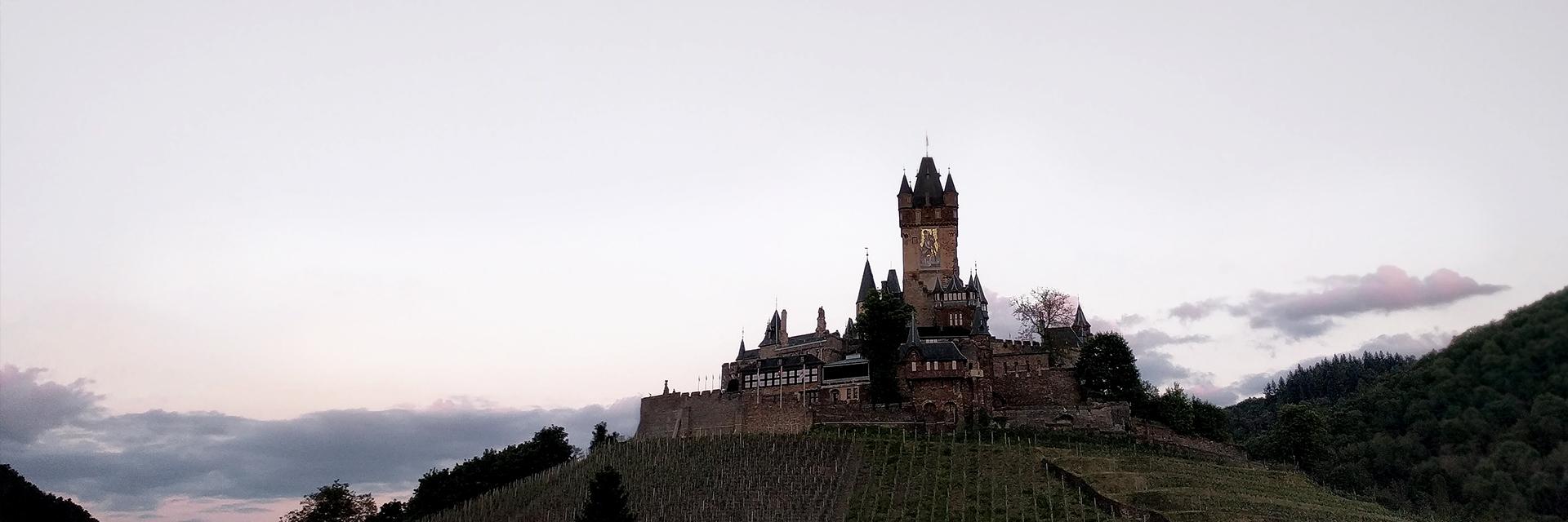Trier-Koblenz (Duitsland) - kasteel op een heuvel