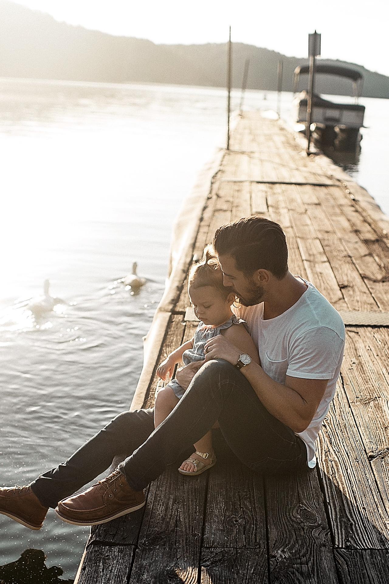 vader en dochter aan het water